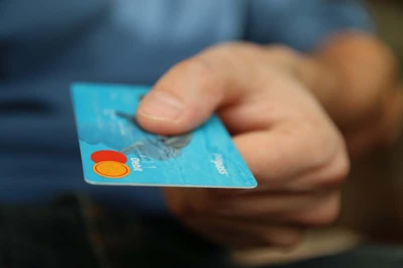 Владельцы по неосторожности сами передают ценную информацию мошенникам